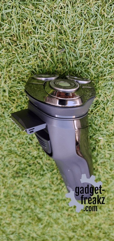 trimmer on the back of the shaver