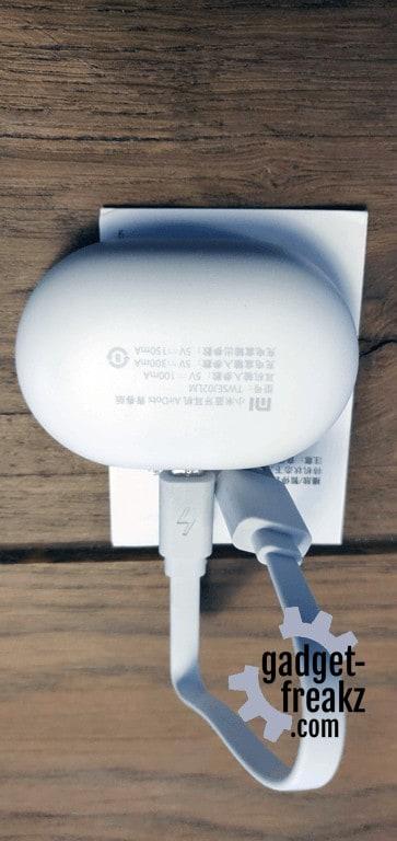 Xiaomi Mi AirDots charger back