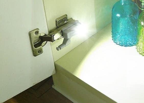 gocomma-hinge-led-light-featured