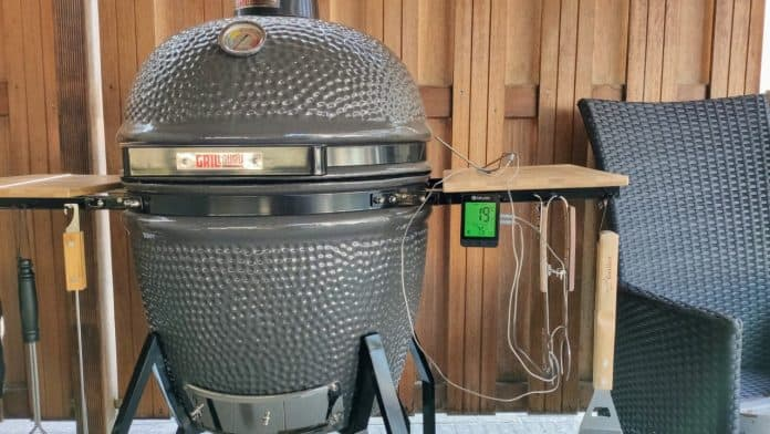 BBQ with temperature meter 2 e1565713686909